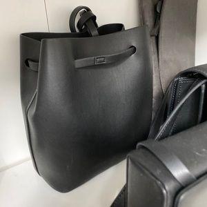 Oak and fort bucket bag